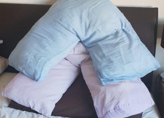 V-Shaped-Pillows